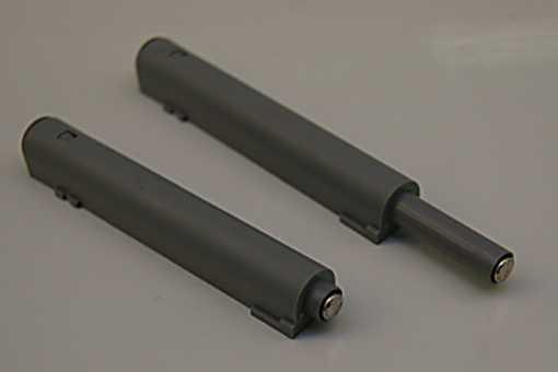 Push Latch 20 mm vysunutí, pro namontávání na podložku, šedý, s
