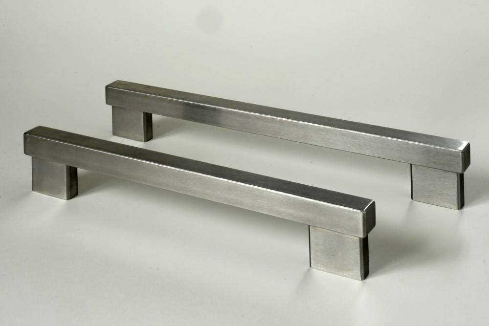 24128 Úchytka broušená nerez. ocel,rozteč 128mm(2)
