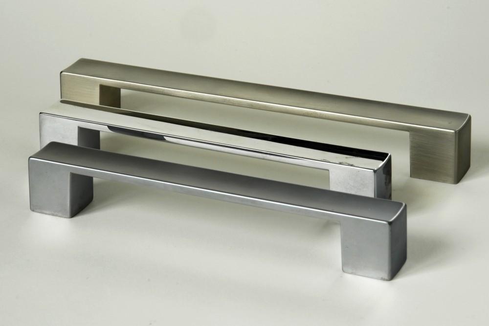 Úchytky a madla - kartáčovaný nikl (1) rozteč 128mm
