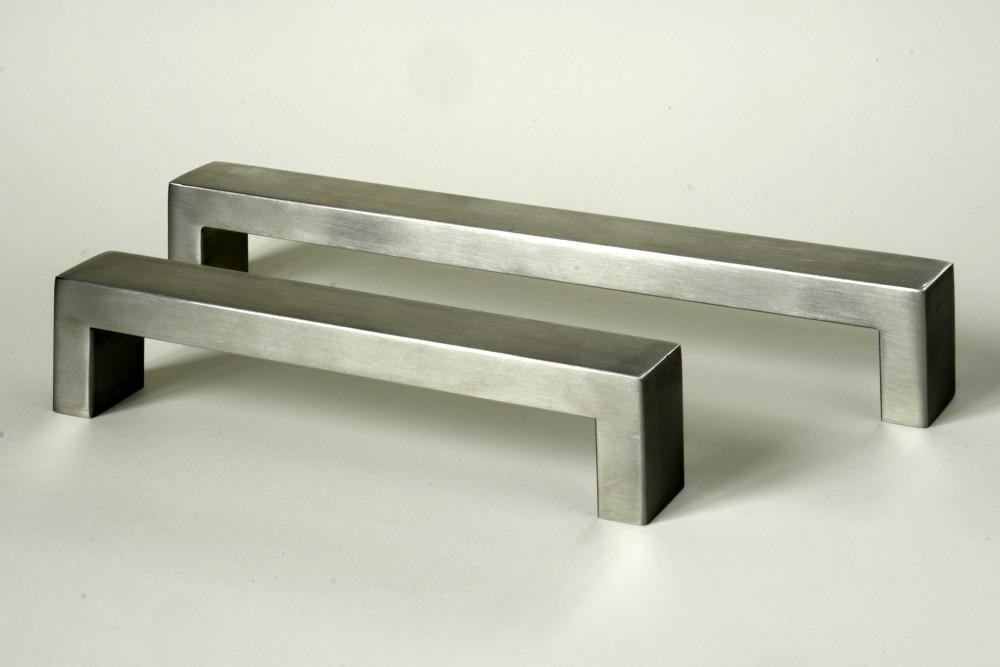 Úchytky a madla - kart.nerezová ocel rozteč 160 mm (1)
